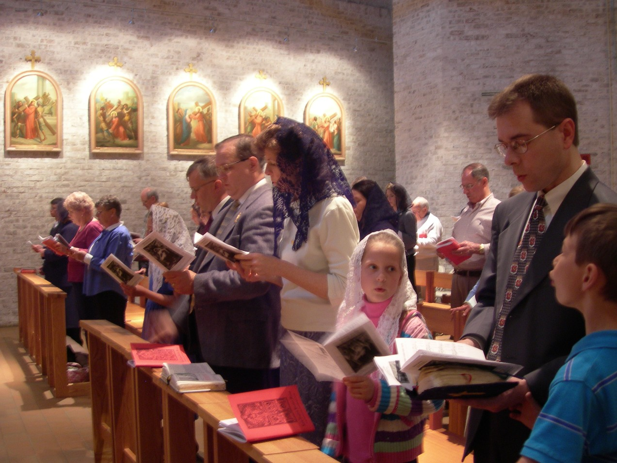 The Institute of Christ the King helps along the TLM in the