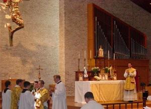 Fr. Geddes chants the Epistle, Romans 6, 3-11